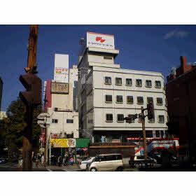 当社外観 (大通り沿い、丸井物産ビル2階)
