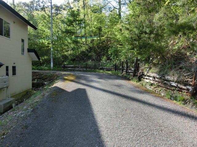 敷地北側の道路曲がり角