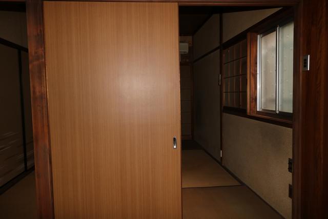 多くの物を入れれる収納付き和室です。
