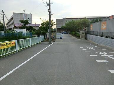 武里中学校