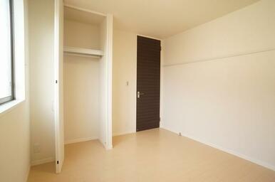 北側の6.1帖の洋室②です♪寝室としてご利用頂くと良いかもしれませんね♪