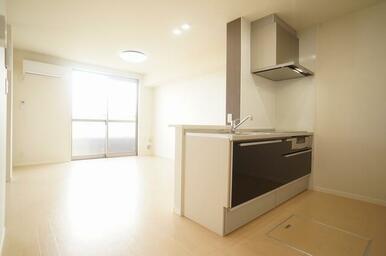 キッチンはご家族と空間を共有できる人気のカウンターキッチン仕様です♪
