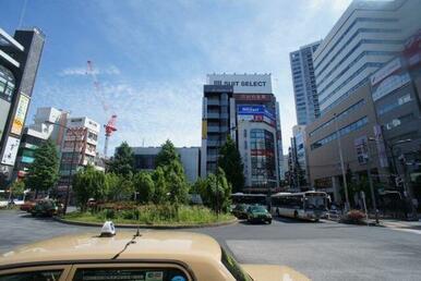 「中野」駅周辺には充実した商業施設が建ち並びます♪