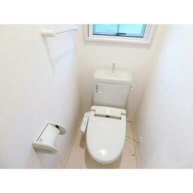嬉しい温水洗浄暖房便座付き!