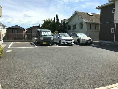 安心の敷地内駐車場!(要空き確認・別途契約)