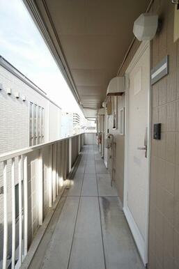 2階共用廊下の様子。