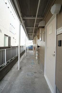 1階共用廊下の様子。