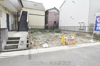 土地面積:82.74㎡。新田駅まで徒歩13分。すぐにご案内可能ですので、お気軽にお問い合わせくださ…