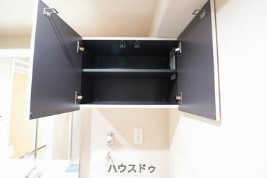 洗濯機置き場の上にも収納がございます!洗濯用品の置き場にも悩みません!ストック品なんかも置けちゃい…
