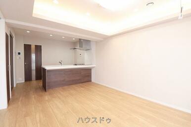壁は白を基調としているので家具も合わせやすい!今からどんなレイアウトにしてどんな生活を送るか考える…