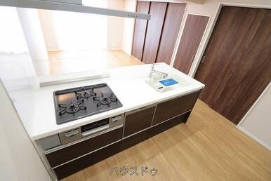 キッチン幅も十分にございます◎お子様と並んでお料理も出来そう♪キッチンには食洗器も付いているので食…