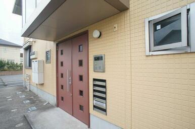 【オートロック】住居者以外の侵入を防ぐとともに、ゲストを心地よく迎えられるエントランスオートロック。