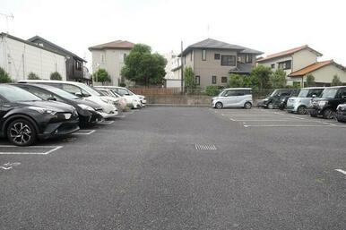 駐車場 敷地内