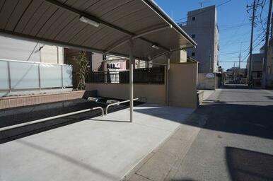 収納台数の多い屋根付き駐輪場も完備
