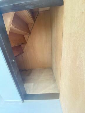 階段下の収納です。