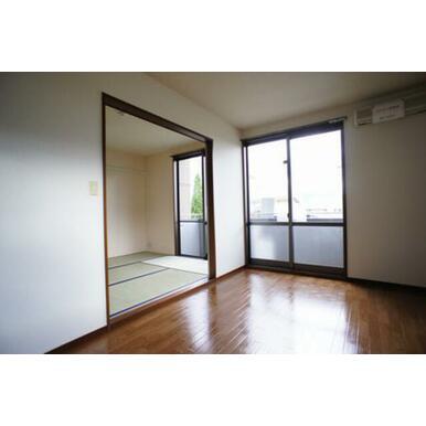 LDK⇒和室◆建具開状態◆和室窓からもバルコニーに出られます。
