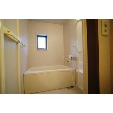 浴室◆追いだき式給湯◆換気・採光窓有り