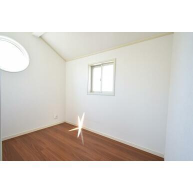 主寝室の書斎スペースは、仕事場や趣味の部屋に。