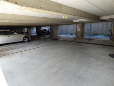 ★敷地内の駐車場です★