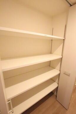 廊下の収納スペースです!色々収納出来て便利です!