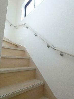 安心の手摺付き階段