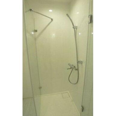さっと体を洗えるシャワールーム付です