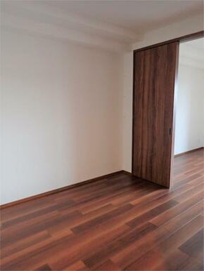 ●洋室(1) 各居室収納スペースあります♪
