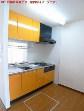 【キッチン】対面キッチンです☆上下に収納スペースはもちろん!