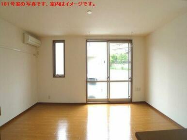 【洋室】洋室は南西向きですす☆エアコン1台設置!