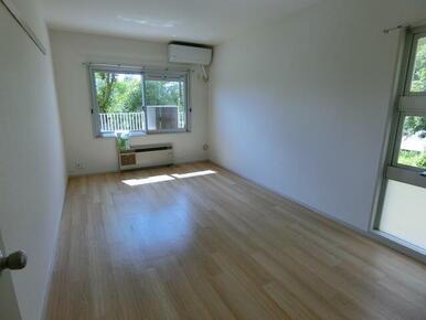 二面採光で明るい居室