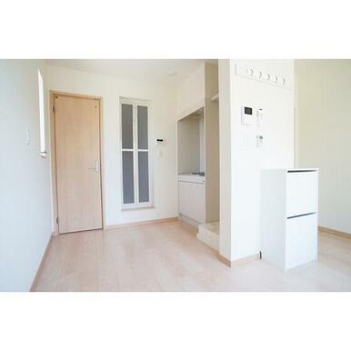 白を基調とした清潔感のあるお部屋