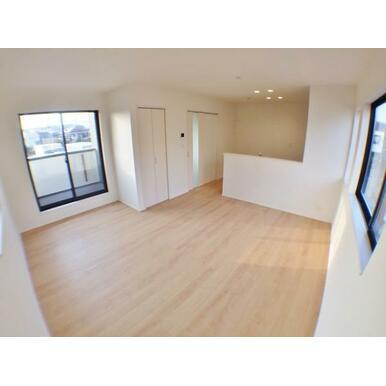 【LDK】 一番長く過ごす場所は、外から見えにくい2階リビングでプライバシーに配慮。