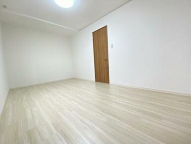 2階約6帖の北側洋室 別角度です。