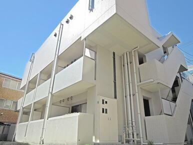 建物3階部分がコンビニです