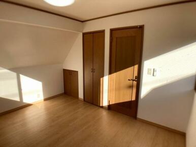 各居室に収納部があります