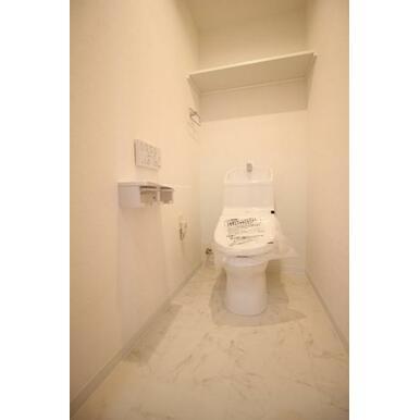 多機能搭載型の温水洗浄付きトイレを標準設置しています