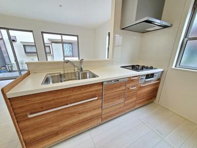 キッチン 使いやすいオールスライド収納。食洗機・浄水器標準装備です。