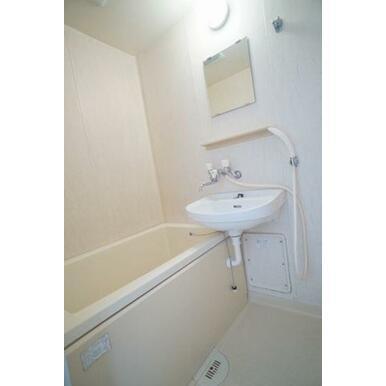 【お風呂】バスとトイレが別々でございます♪お風呂はくつろぎの空間ですね。毎日のリラックスタイムに是非