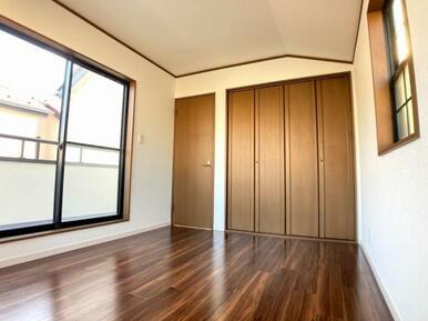 「2階北側洋室」収納スペースもございます。