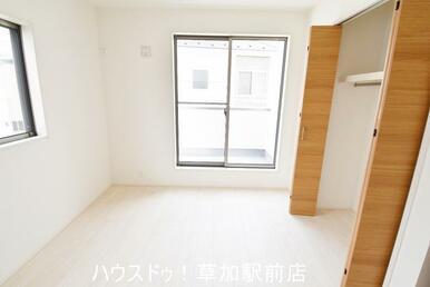 収納付き2階5.2帖の洋室です!