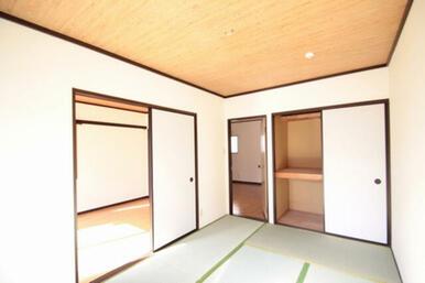 和室です。洋室と繋がっています。収納もたっぷりございますよ^^