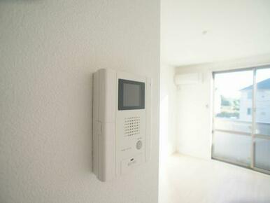 訪問者を確認できるテレビ付きモニターフォンです※写真は201号室※