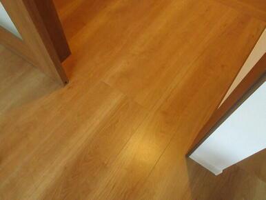 フラットな床