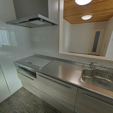 IHのキッチンでお手入れ簡単♪ ちなみに、IHはグレードアップのヘルシオ健康調理機器!