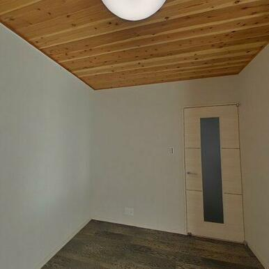 LDKは天井板張りで落ち着きがあります♪