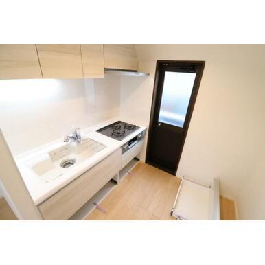 角部屋でキッチンもバルコニーに面しており、開放感もあります。
