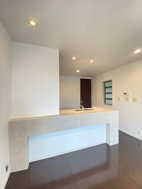 白で統一されたキッチンでオシャレです。