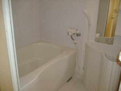 【浴室】1日の疲れを癒すことの空間です。