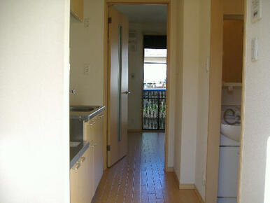 【室内】玄関にはシューズボックスを設置しております。