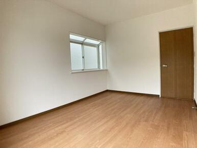 「2階南西側洋室」約6帖